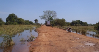 Motorcycles and a truck on a dirt road in South Sudan. The country has few paved roads. (Image: JennaCB123.)