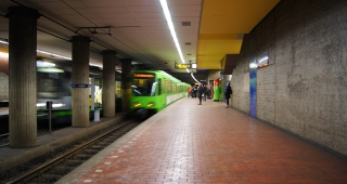 File photo of a train station in Hannover. (Image: Bobanaut (Panaramio).)