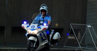 File photo depicting an officer on patrol in Cape Town. (Image: Shi Zhao.)