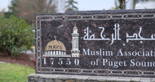Sign damaged on Monday at the Muslim Association of Puget Sound in Redmond, Washington. The slab has multiple cracks at the upper left corner, with the top plate in that area missing. (Image: Dennis Bratland.)