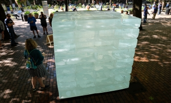 64 blocks of ice were used to construct the cube. (Image: Dennis Bratland.)