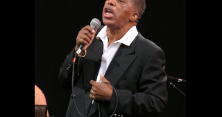 Ben E. King in 2007. (Image: annulla.)