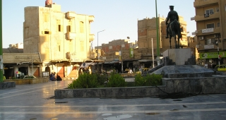 File photo of square in Deir Ezzour, 2005. (Image: Heretiq.)