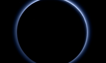 The blue haze of Pluto. (Image: NASA.)