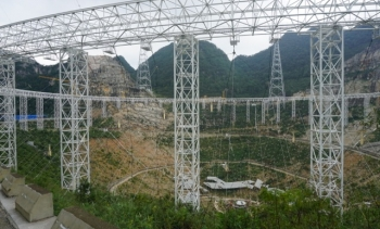 Photo of the construction of FAST, 2015 (Image: Psr1909.)