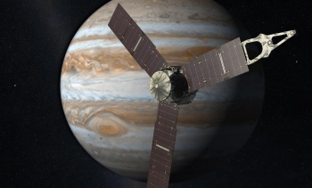 Juno approaching Jupiter; simulation. (Image: NASA.)