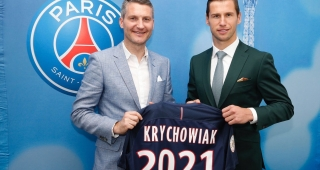 Grzegorz Krychowiak on the right after signing the five-year contract agreement (Image: Grzegorz Krychowiak on Twitter.)